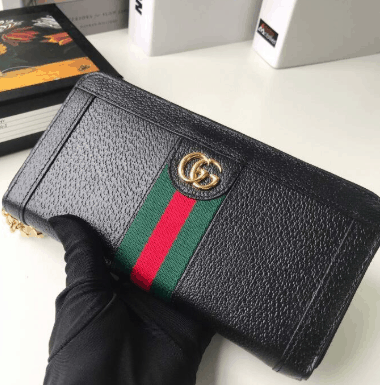 Gucci Zip Around Wallet and Canvas Card Case comes in a material with low environmental impact, with brown leather trim
