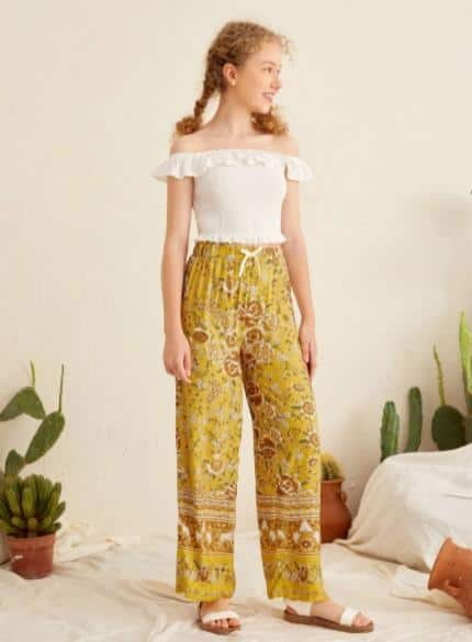 Boho Flounce Off Shoulder Shirred Top and Pants Set for Teen Girls es la mejor moda indie para niñas este año, ropa boho para niñas, muchas maneras en que las niñas usan atuendos boho,