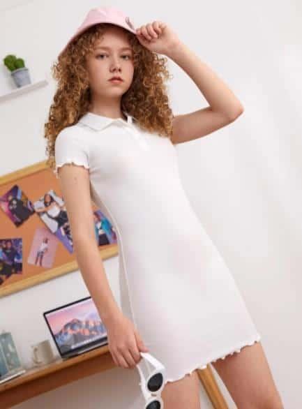 El vestido corto con tapeta de medio botón y ribete de lechuga para niñas adolescentes está de moda para niñas este año.¿Qué ropa está de moda en este momento para las adolescentes? Chicas jóvenes