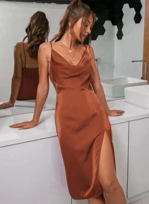El vestido camisero de satén de muslo dividido es el top 10 de los mejores imitaciones de ropa de diseñador para mujeres, los mejores imitaciones de diseñador, imitaciones de diseñador asequibles a bajo precio, los mejores hallazgos de SHEIN 2021 2022, los mejores hallazgos y atuendos de Shein